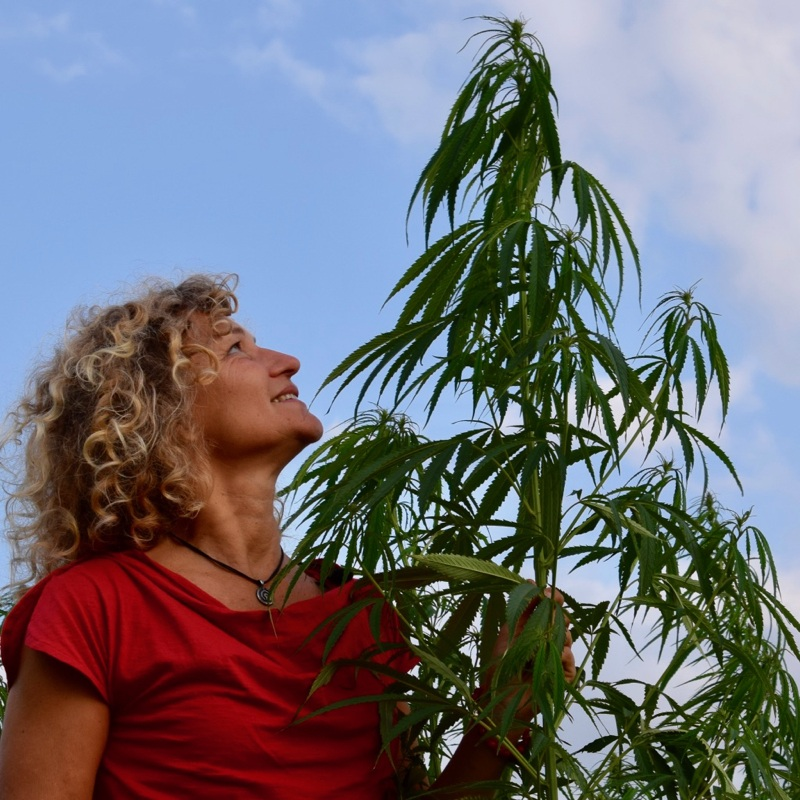Tanja Hilgers is herbalist and ambassador of Dutch Harvest in Germany